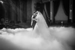 Тяжелый дым, холодные фонтаны, конфетти, снег